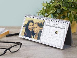 Bureau personnalisé avec un calendrier